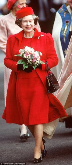 The Queen of Fashion! See 'Style Icon' Queen Elizabeth's Best Looks - Style: She has long favored blues and pastel shades, but the Queen remained on top of trends - Die Queen, Hm The Queen, Royal Queen, Her Majesty The Queen, Save The Queen, Reine Victoria, Queen Hat, Mode Chanel, Isabel Ii