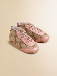 gucci baby shoes Designer Baby More Expensive Baby Shoes from Gucci Cute Baby Shoes, Baby Girl Shoes, Girls Shoes, Baby Outfits, Kids Outfits, Baby Design, Baby Girl Fashion, Kids Fashion, Fashion Design