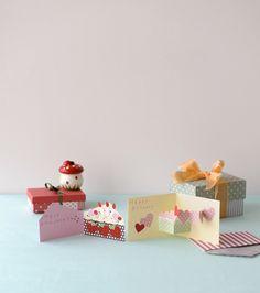 開くのが楽しい、ポップでキュートなお祝いカードを、プレゼントにさり気なく添えて。/気持ちが伝わるメッセージカード(「はんど&はあと」2012年3月号)