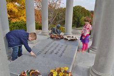 Cemetery scavenger hunt for kids. #genealogy