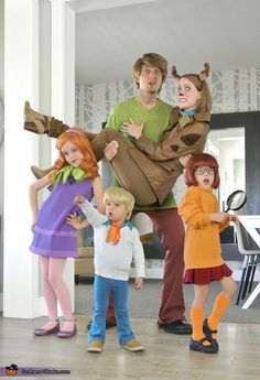 Hillary: We are the Carey family, and group Halloween costumes have become a tradition for us over the past 3 years. This year we decided to tackle Scooby-Doo. It's a bit... Scooby Doo Costumes, Disney Halloween Costumes, Halloween Costume Contest, Cute Costumes, Couple Halloween, Halloween Cosplay, Halloween Outfits, Halloween Kids, Funny Halloween