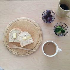 «久しぶりの天然酵母パン♪  バターでシンプルに食べる おいす〜い♪»