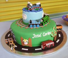 Bolo inspirado no tema ¨Thomas and Friends¨