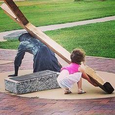 """A inocência de uma criança nos mostra o verdadeiro Amor.  . """"Naquela mesma hora chegaram os discípulos ao pé de Jesus dizendo: Quem é o maior no Reino dos céus? . E Jesus chamando uma criança a pôs no meio deles . e disse: Em verdade vos digo que se não vos converterdes e não vos fizerdes como CRIANÇAS de modo algum entrareis no Reino dos céus. . Portanto aquele que se tornar humilde como esta CRIANÇA esse é o maior no Reino dos céus. . E qualquer que receber em meu nome uma CRIANÇA tal como…"""