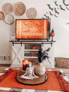 Halloween Room Decor, Fall Room Decor, Diy Halloween Decorations, Halloween House, Fall Halloween, Home Decor, Halloween Inspo, Fall Bedroom, Bedroom Decor