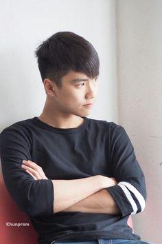 Hot Asian Men, Asian Boys, Hot Anime Guys, Hot Guys, Korean Haircut, Book And Frame, Teen Guy, Thai Drama, Handsome Faces