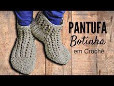 Boot cuffs em croche com botão / Crochet boot cuffs pattern Crochet Boot Cuff Pattern, Crochet Snowflake Pattern, Crochet Slipper Pattern, Crochet Snowflakes, Crochet Boots, Crochet Slippers, Knit Crochet, Sombrero A Crochet, Diamond Shoes