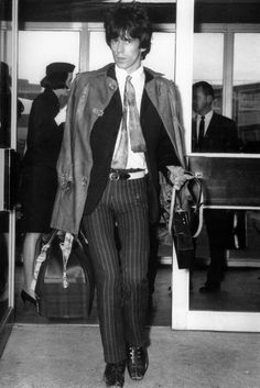 Keith Richards skinny tie, tight, tight pants with belt over the outside.