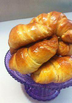 Con questa pasta brioche sfogliata, molto semplice, si possono preparare degli ottimi croissant da servire sia in versione dolce che salata. Latte ½ litro, farina 900g, sale 15g, zucchero 25…