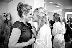 Свадебные фотографии молодожёнов с мамами, свадебное фото невесты с мамой
