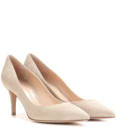 Nudefarbene Pumps Gianvito 70 aus Veloursleder By Gianvito Rossi Designer Shoes Online, Suede Pumps, Kitten Heels, Fine Jewelry, Ankle Boots, Loafers, Beige, Chic, Accessories