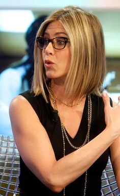Looking for images of Jennifer Aniston's gorgeous bob hairstyles? Here we have gathered the best images of 20 Jennifer Aniston Long Bob that you will adore! Jennifer Aniston Bob, Jennifer Aniston Hairstyles, Oblong Face Hairstyles, Bob Hairstyles, Classic Hairstyles, Bob Haircuts, My Hairstyle, Pretty Hairstyles, Medium Hair Styles