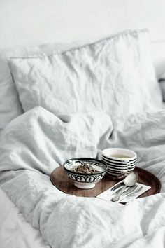 comfy bedding | via breakfast at toast | danielle moss