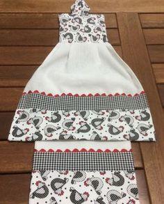 Kit com duas peças , em tecido de sacaria com acabamentos em tecido de algodão..medida do pano de prato 45x75cm Medida do bate mão 35x50cm..