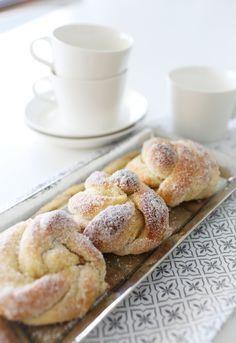 Iloleipuri - Kristallipullat Baking Recipes, Cake Recipes, Finnish Recipes, Norwegian Food, Baked Doughnuts, Tasty, Yummy Food, Sweet Pastries, Desert Recipes