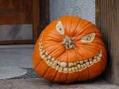 Wonderful blog showing all sorts of pumpkin carvings