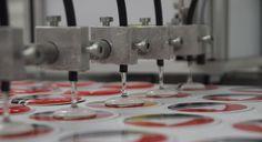 Doming-Sticker oder zu Deutsch 3D Gel-Aufkleber jetzt auch bei FLYERALARM. Alle Infos dazu gibt's im Blog. http://www.flyeralarm.com/blog/de/gel-aufkleber-bleibende-werbung-mit-3d-effekt/