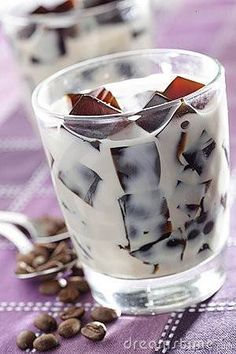 FROZEN COFFEE ICE CUBES IN VANILLA SOY/ALMOND MILK