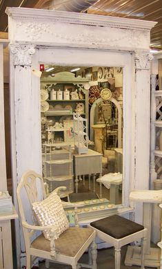 shabby mirror repurposed Shabby Chic - shabby mirror repurposed Shabby Chic You are in the right place about shu - French Country Decorating, Decor, House Styles, Shabby Mirror, Shutters Repurposed, French Decor, Beautiful Mirrors, Home Decor, Shabby Chic
