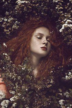 .retrato - retratos femininos - ensaio feminino - ensaio externo - fotografia - ensaio fotográfico - book - ruiva - flores - sardas