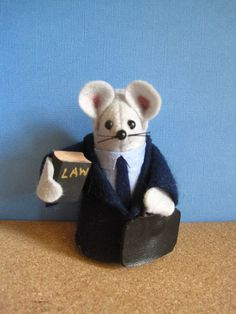 this little felt lawyer mouse is riiiiight up my alley! haha merrrrrry Christmas tommy haha :)