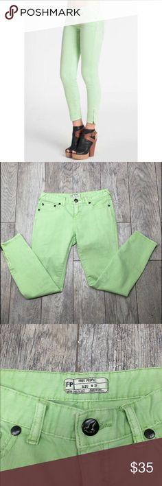 Free people green ankle zip skinny jeans 27 Free people green ankle zip skinny jeans. Spearmint green color. Skinny jeans with ankle zipper. EUC- no flaws. Size 27 Free People Jeans Skinny