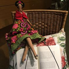 Porta livros e Boneca Frida de tecido