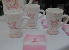 Tomando el Té en el Baby Shower. Vajilla personalizada http://antonelladipietro.com.ar/blog/2012/11/babyshower-sandravillarruel/