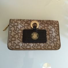 authentic Dkny wallet Used FEW times in very  good condition . DKNY Bags Wallets