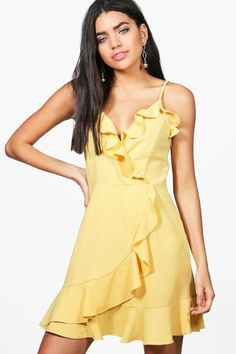 2a0a276488c6 boohoo Hollie Strappy Frill Wrap Skater Dress Con Corpo