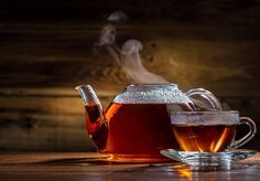 Drinking Tea every day is very good for your health. Tea can eliminate free radicals in the body and reduce inflammation. Healthy Lifestyle with a cup of Tea. What Is Gerd, Caffeine In Tea, Natural Remedies For Heartburn, Glass Teapot, Tea Benefits, 100 Calories, Detox Drinks, Drinking Tea, Superfoods