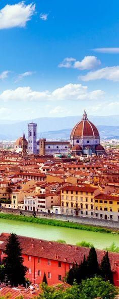 Rio Arno e a Catedral de Florença, na província de Florença, região da Toscana, Itália.