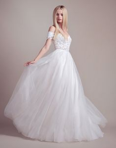 A look at the wedding dresses in the new Spring 2019 Blush by Hayley Paige Bridal Collection! Blush by Hayley Paige Wedding Dresses for Spring 2019 If you love romantic, princess-like bridal gowns,. White Wedding Dresses, Bridal Dresses, Flower Girl Dresses, Bridesmaid Dresses, Wedding Gowns, Backless Wedding, Dresses Dresses, Pretty Dresses, Beautiful Dresses