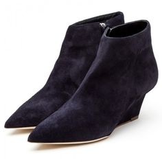Rupert Sanderson Navy Suede Ankle Boots (26 120 UAH) ❤ liked on Polyvore featuring shoes, boots, ankle booties, rupert sanderson, cipele, wedges, women, suede wedge bootie, suede ankle boots and wedge ankle booties