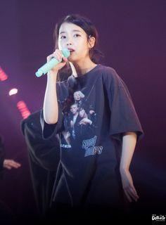 181117 dlwlrma 서울토요일콘서트 아이유 직찍 by DoTheG Miss K, Real Fairies, Some Beautiful Images, Suzy, Idol, Woman, Concert, Celebrities, Pretty