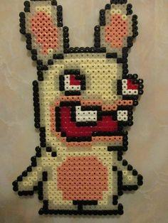 pixel art en perle hama: lapin crétin en perle à repasser
