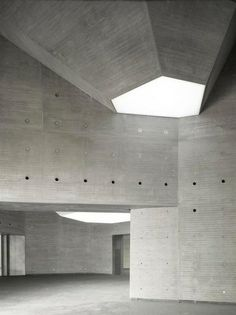 Nieto Sobejano Arquitectos Create a Sculptural Museum Using Geometry and History Space Architecture, Architecture Details, Public Shower, Cool Office Space, Office Spaces, Public Spaces, Concrete Structure, Light Installation, Brutalist