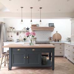 One of the most important parts of the kitchen design process is deciding how to light the room. Due to the multifunctional nature of the kitchen, the lighting used plays a huge part and can make or break the space, so it needs to be just right. Home Decor Kitchen, Living Room Kitchen, Interior Design Kitchen, Kitchen Ideas, Open Plan Kitchen, New Kitchen, Kitchen Island, Kitchen Black, Best Kitchen Lighting