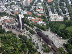 Rund um den Dammtorbahnhof mit Planten und Blomen, dem Congress-Centrum (CCH) und dem Radisson SAS-Hotel, der Universität und der Rothenbaumchaussee. Die Qualität hat leider beim runterkomprimieren stark gelitten und ja, ist auch nicht gerade, aber egal ... Hamburg von oben ist einfach nur geil ... [fc-foto:9307656]