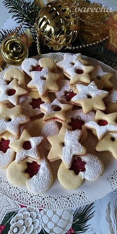 Jemné linecké pečivo (fotorecept) - recept | Varecha.sk Gingerbread Cookies, Christmas Cookies, Czech Recipes, Food To Make, Food And Drink, Dessert Recipes, Basket, Cooking, Fine Dining