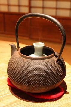 Smart way to keep sake warm.