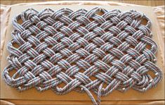 Weaving a climbing rope rug