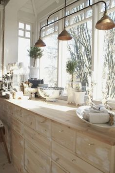 heirloom philosophy: The Welcoming Kitchen: 10 Favorite Kitchens bleached wood cabinets and little silver knobs New Kitchen, Kitchen Dining, Kitchen Decor, Kitchen Wood, Awesome Kitchen, Kitchen Ideas, Kitchen Pantry, Kitchen Industrial, Beautiful Kitchen