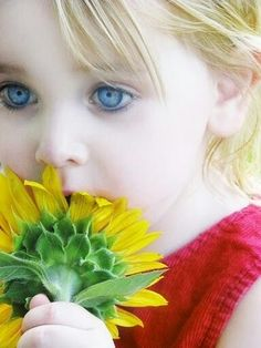 Cute girl eyes..