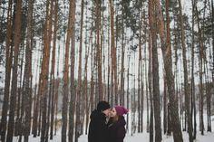 TREE TRUNK LOVE! Monika & Michael's snow white engagement shoot