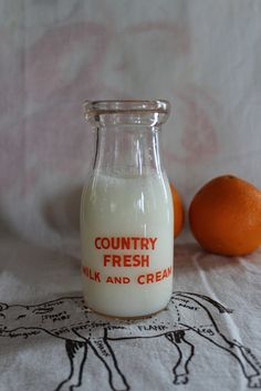 Country fresh milk and cream small milk bottle is perfect for coffee cream. Small Milk Bottles, Glass Milk Bottles, Old Bottles, Baby Bottles, Antique Milk Can, Milk And More, Milk Packaging, Coffee Cream, Fresh Milk