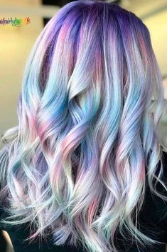 Idée Couleur & Coiffure Femme 2018 : Description Neon and pastel, light and dark rainbow hair colors are all the rage nowadays. Explore visible and hidden rainbow ombre and highlights ideas. Hair Color 2018, Latest Hair Color, Hair Color Purple, Hair 2018, Hair Colours, Pastel Colors, Unique Hairstyles, Pretty Hairstyles, Rainbow Hairstyles