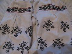 Давня сорочечка із м.Зіньків на Полтавщині з рідкісним візерунком. Поч. ХХ ст. на біленькому мякому домотканому полотні.