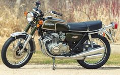 The Smallest Four: Honda - Classic Japanese Motorcycles - Motorcycle Classics Honda Cycles, Honda Motorcycles, Cars And Motorcycles, Honda 750, Cb350, Drag Bike, Japanese Motorcycle, Cafe Bike, Classic Bikes