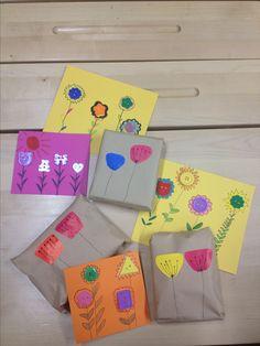 Äitienpäiväkortti ja lahja paketoituna